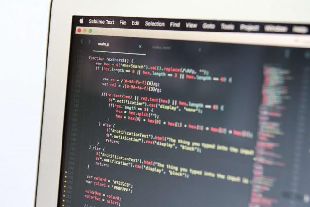 未経験でもプログラマーになれるの?採用のポイントや求人の探し方、注意点は?