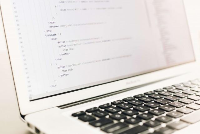 プログラマーに転職したい!プログラマーになるために知っておくべきこととは?