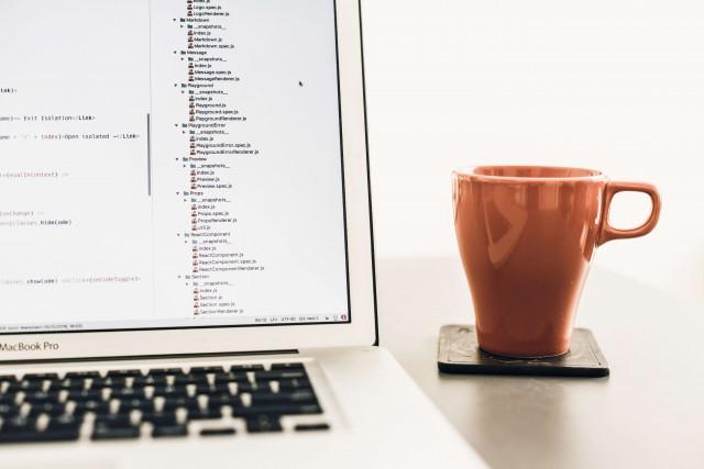 在宅プログラミングバイトで稼ぐ!仕事の探し方や必要なスキルは?