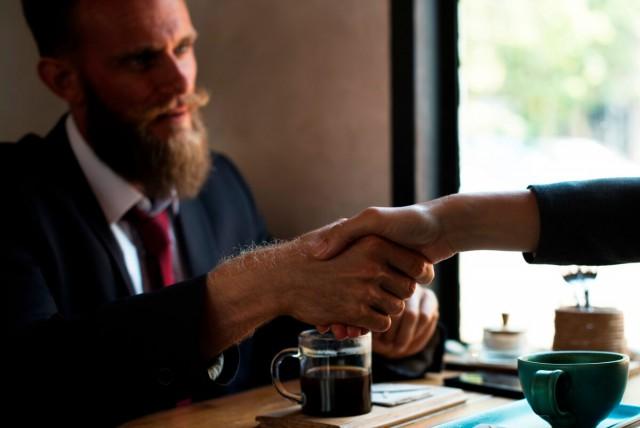 受託開発パートナー って何だろう?募集企業と求めれるスキルとは?