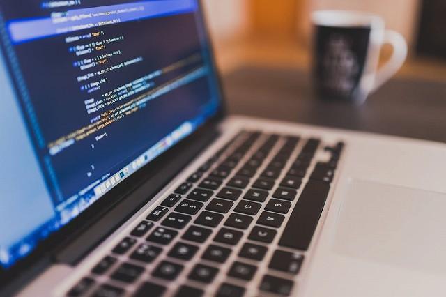 プログラミングとコーディングってどうちがうの?