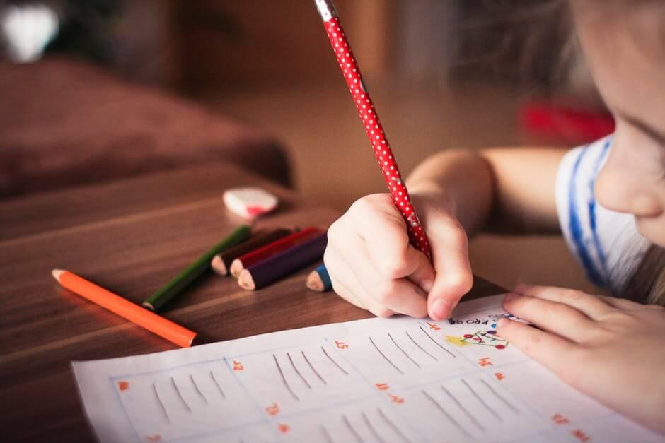 ついに小学校でのプログラミング教育が必修化、その背景や実際の授業内容は?