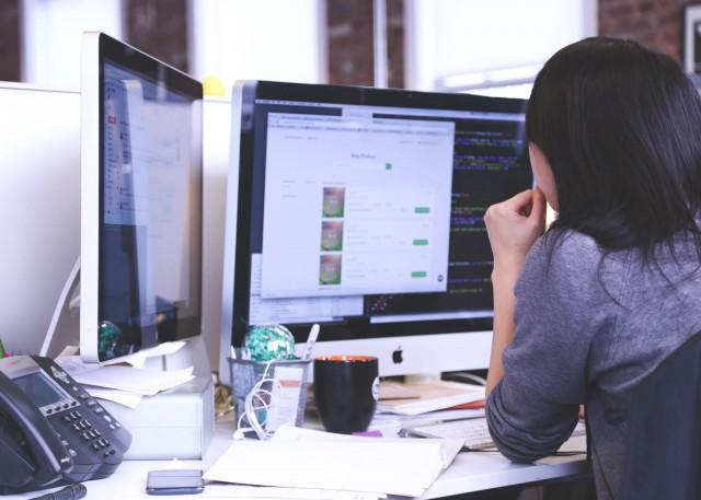 プログラミングのスキルアップをするには?スキルアップの方法や役立つツールを紹介!