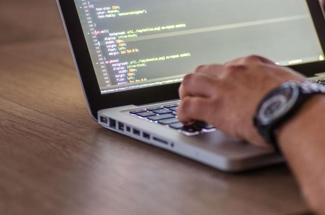 プログラミングは難しい?よくわからないと感じる理由と対処法について